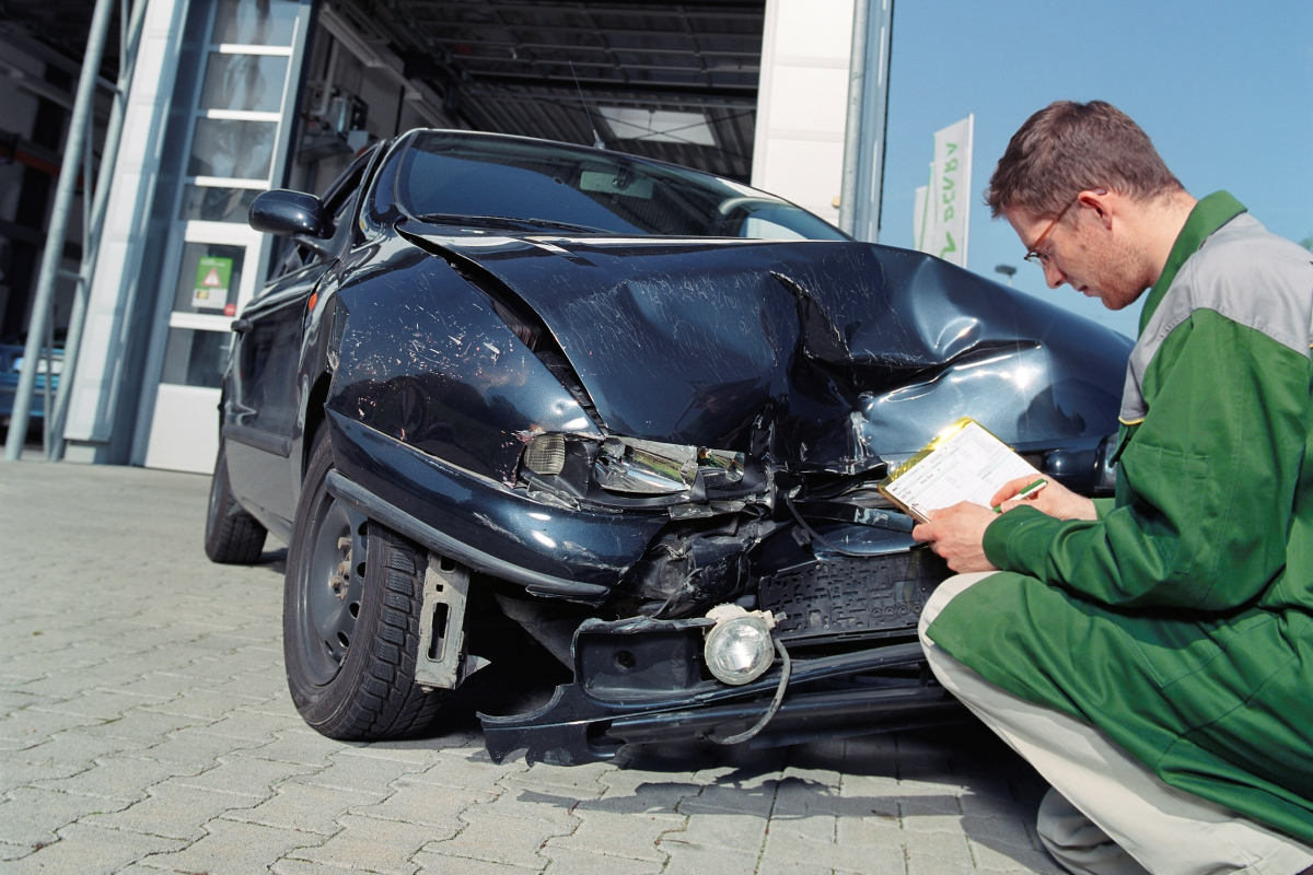 Зачем проводится техническая экспертиза автомобиля после ДТП?